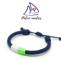 Sötétkék állítható vitorlás karkötő fehér - neon zöld átkötéssel