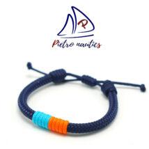 Sötétkék állítható vitorlás karkötő halványkék- neon narancs átkötéssel
