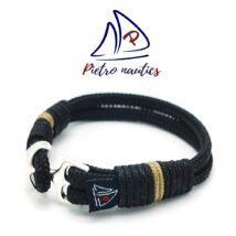 Fekete színű vitorlás karkötő bézs csíkkal