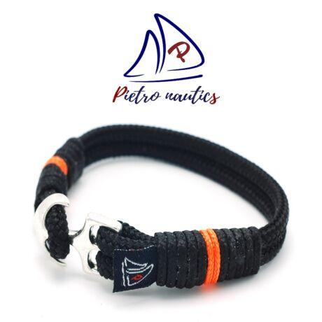 Fekete színű vitorlás karkötő neon narancs csíkkal
