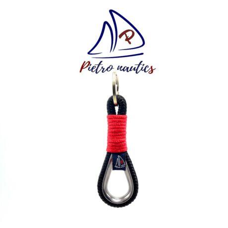 pietro-natuics-fekete-kulcstarto-piros-szinu-atkotessel-kotelszivvel